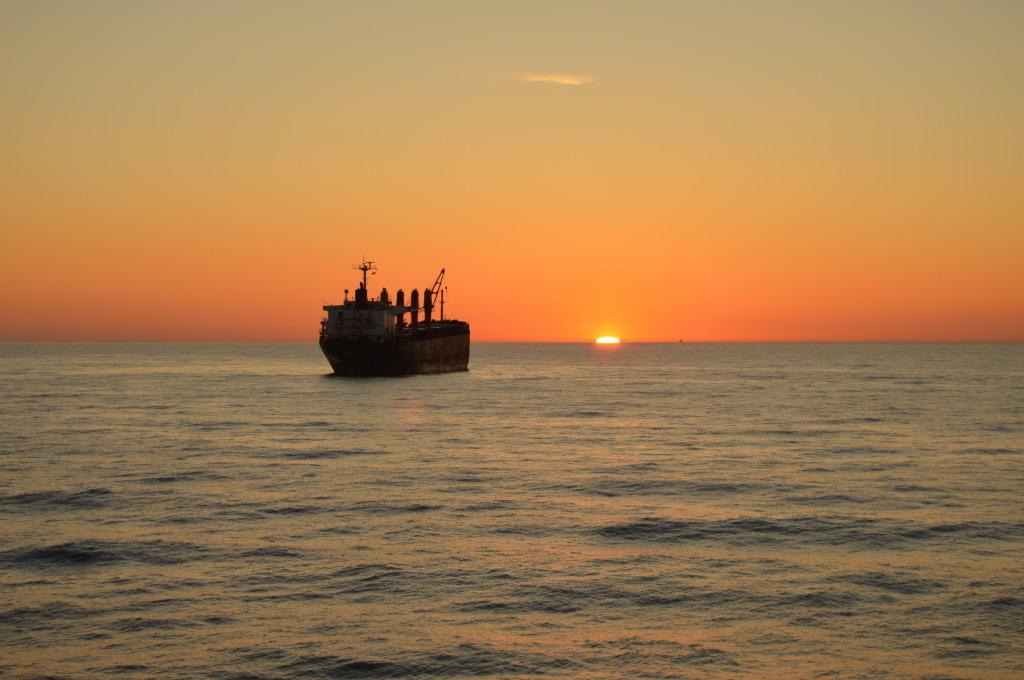 carguero a la deriva en el mediterraneo sur. Mario Jodar