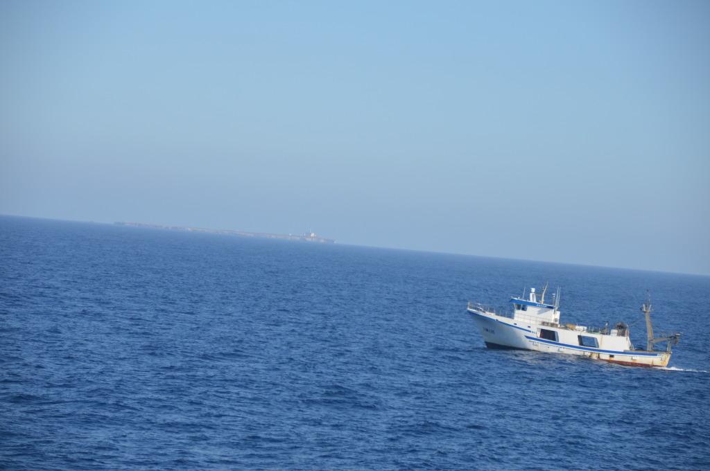 pesquero faenando en mar de alboran. Mario Jodar
